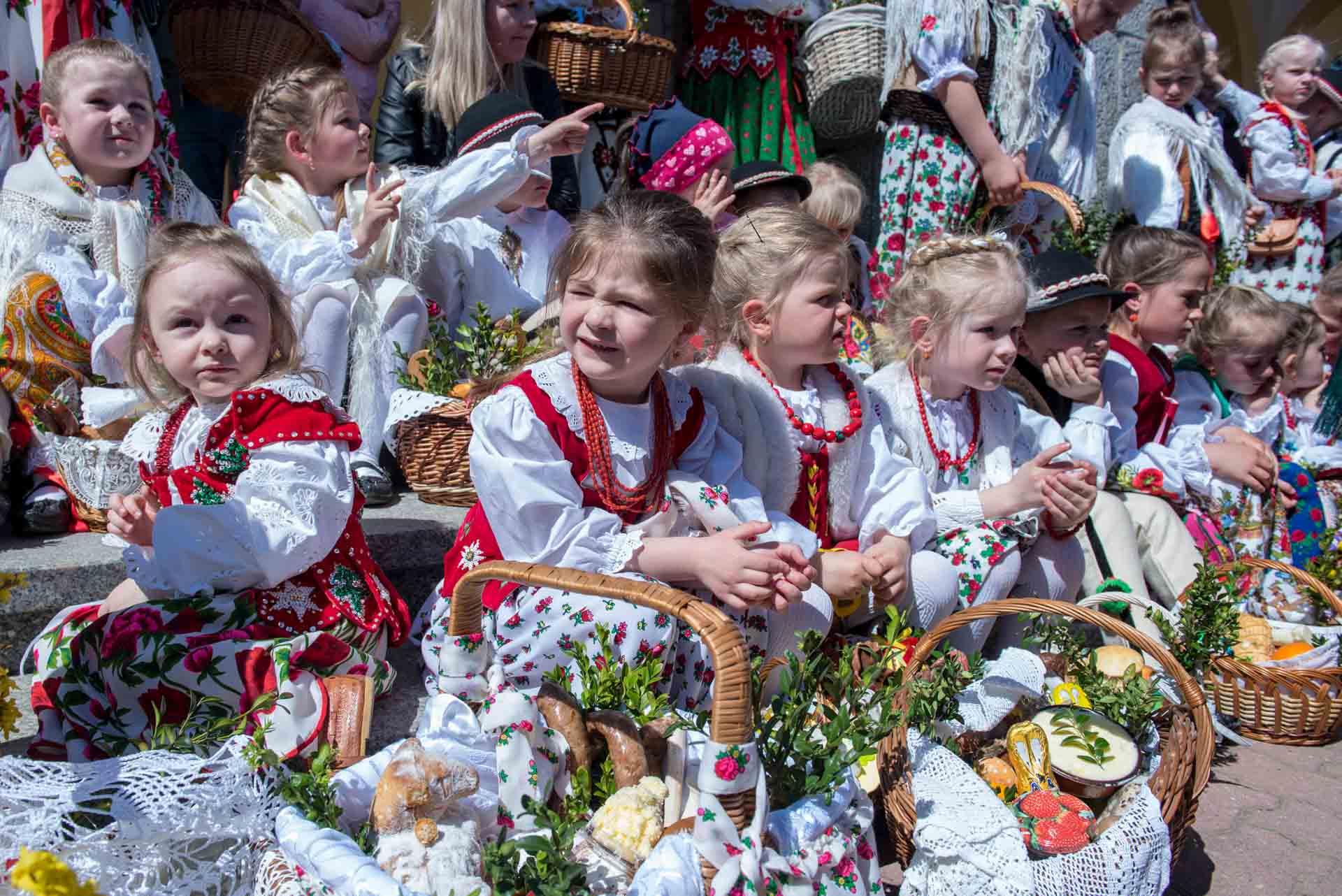 Młodzi górale święcili pokarmy (zdjęcia) – Zakopane.info