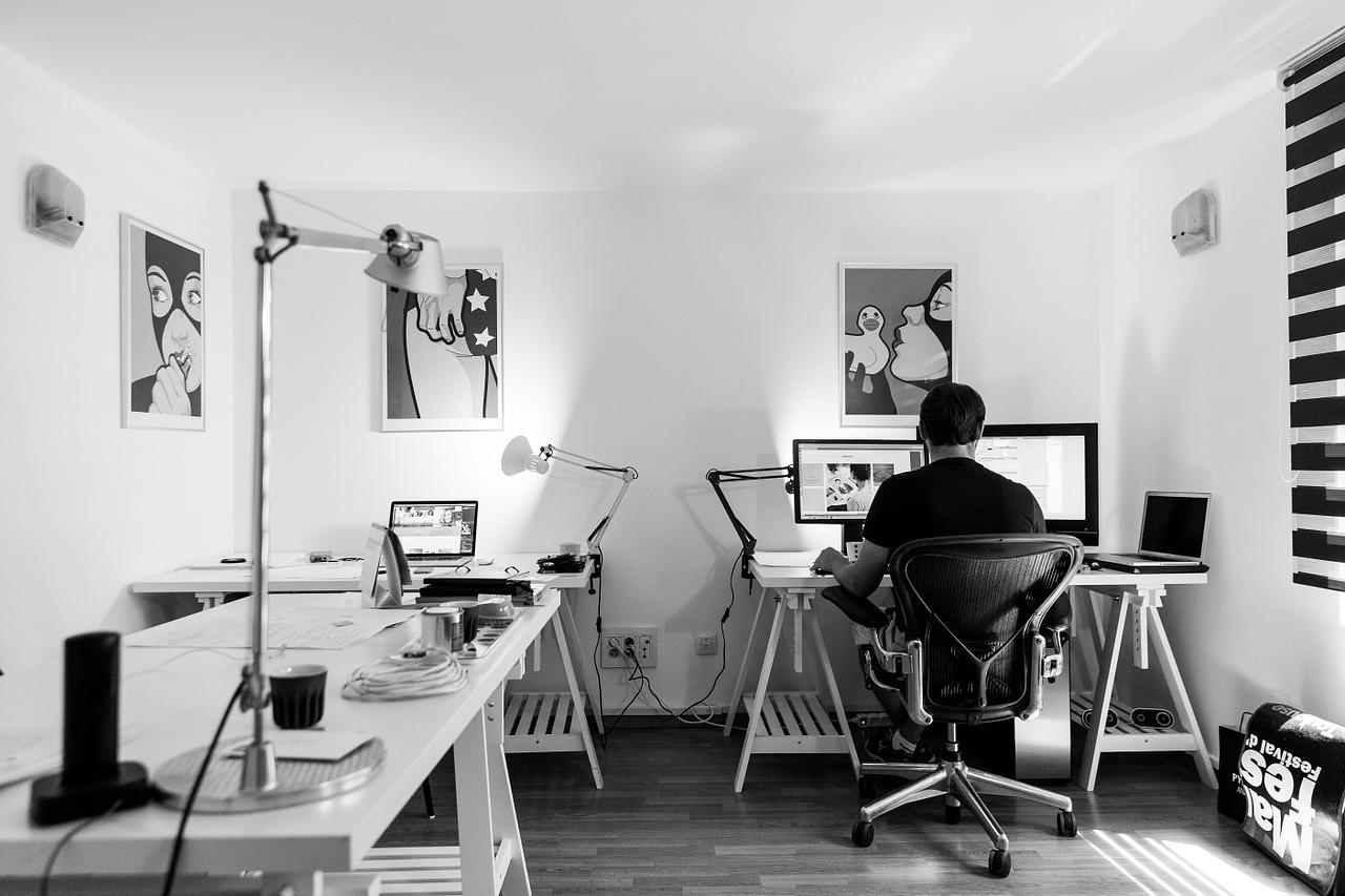 Biuro - jakie akcesoria są potrzebne?