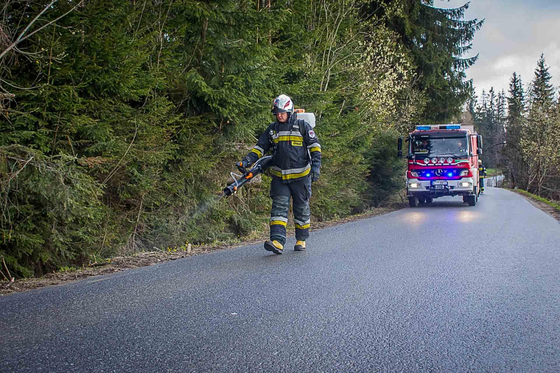 Plama oleju na drodze (zdjęcia) – Zakopane.info