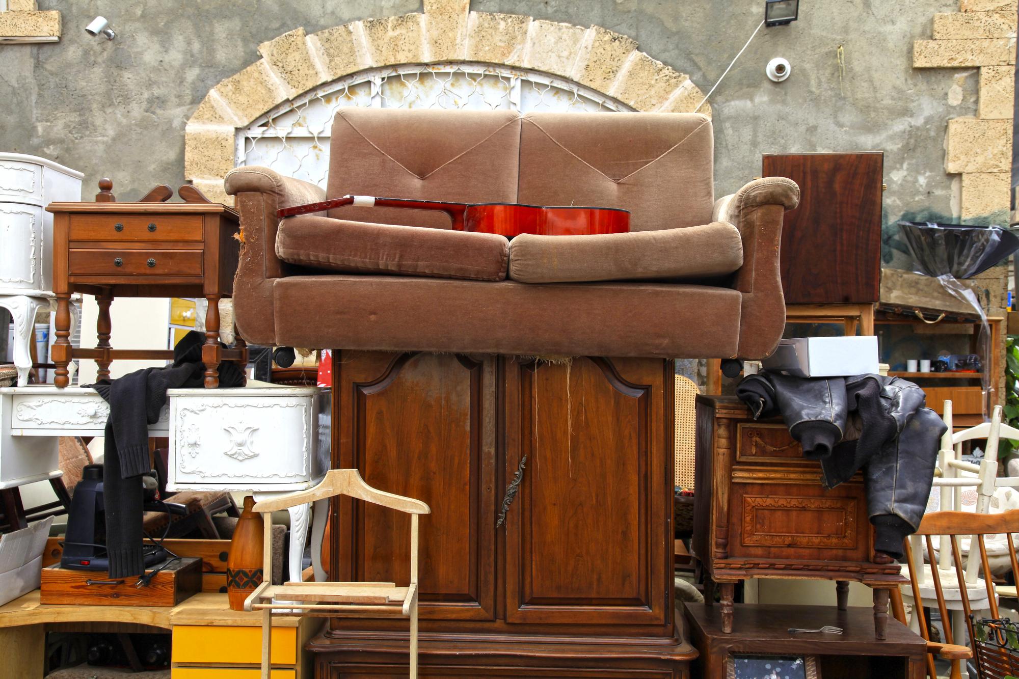 Stoły, krzesła i biurka - sprzedaj lub oddaj potrzebującym