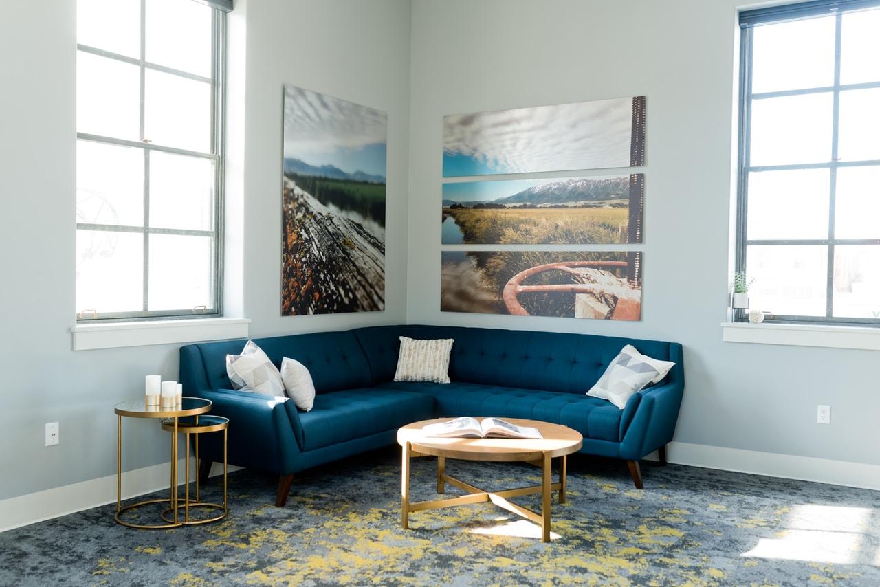 Narożniki – wielofunkcyjne meble dla każdego salonu