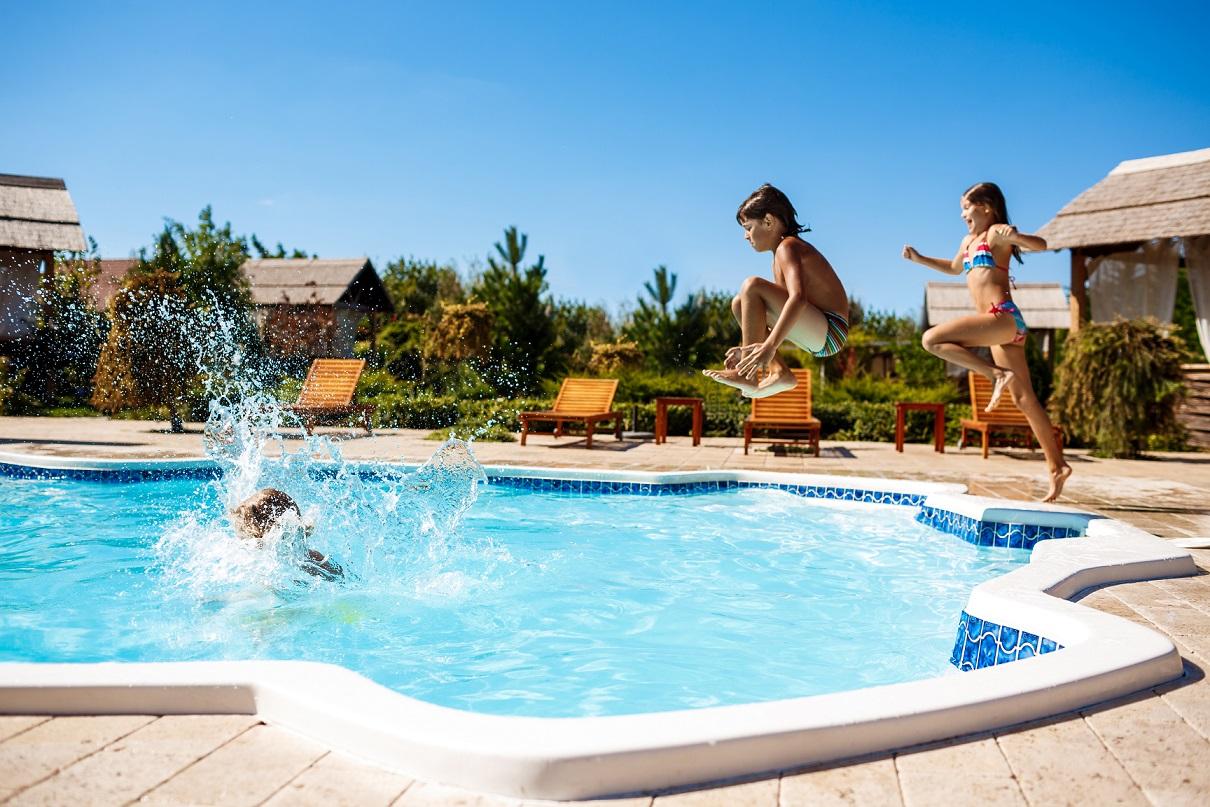 Dlaczego należy kontrolować parametry wody w basenie?