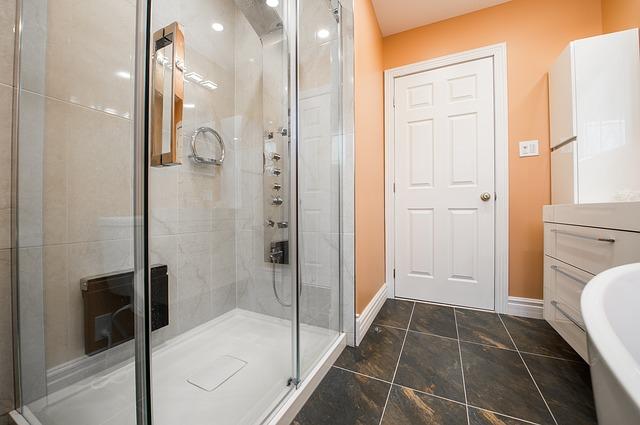 Jak efektownie i tanio wyposażyć łazienkę?